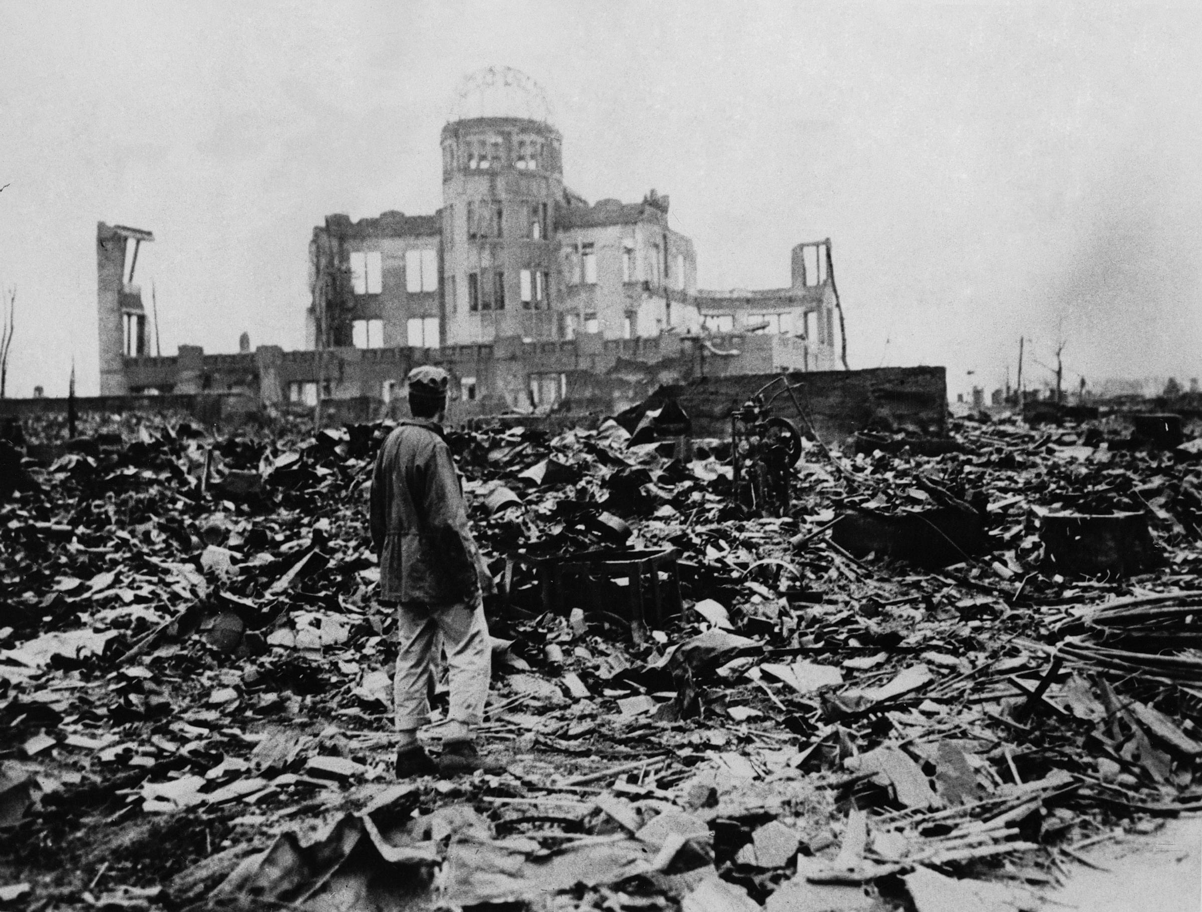 Olocausto, siamo fiori su terra bruciata • Uragano Elettrico